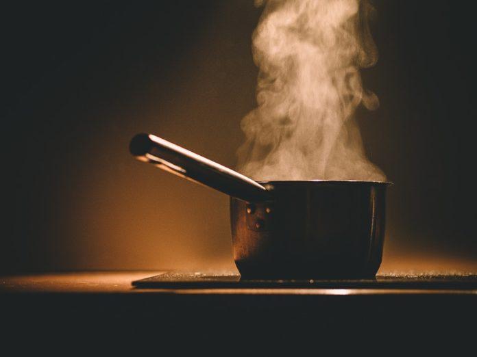 Żeliwne garnki to podstawa w kuchni