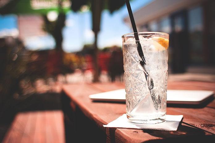 Sposób na letnie upały: napoje z kruszonym lodem