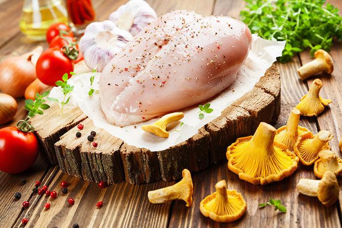 Sos kurkowy z kurczakiem. W czym tkwi sekret udanego dania?