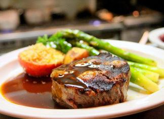 Sos idealnie dobrany do rodzaju mięsa – jak go zrobić?