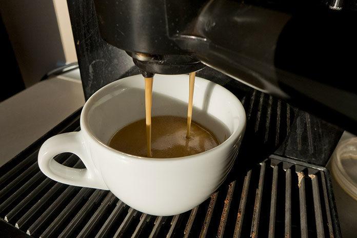 Ekspresy do kawy – podstawowe możliwości i użytkowanie