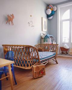 Okno w pokoju dziecięcym – inspirujące aranżacje