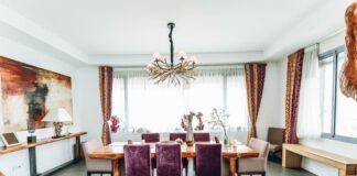 Stół kuchenny z krzesłami do kuchni w angielskim stylu